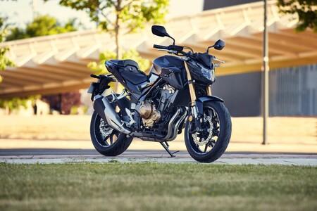 Honda CB500F: la nueva naked de Honda cambia la decoración y pierde peso para los mismos 48 CV