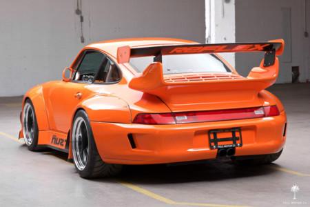 Este Porsche 911 con motor Corvette puede ser tuyo