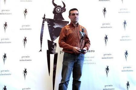 Víctor Conde ganador del VII Premio Minotauro con 'Crónicas del multiverso'