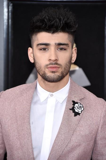 Zayn Malik se enfunda en rosa (y falla en los accesorios) para su look de los premios Grammy