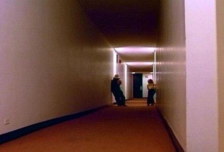 vinieron-de-dentro-1975-pasillos