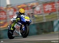 Valentino Rossi impone sus galones en Shanghai