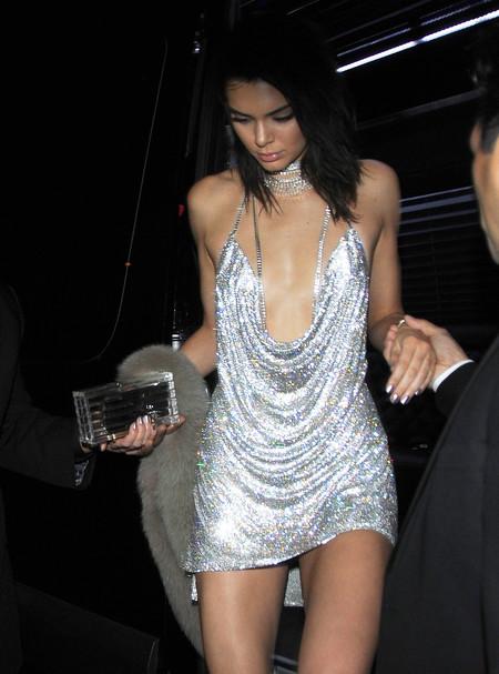 Encuentra las siete diferencias en versión cumpleañera: Kendall Jenner vs. Paris Hilton.