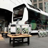 Este autobús de hidrógeno de Toyota y Honda promete dar electricidad a hogares y coches eléctricos ante cortes de sumistro