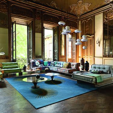 El sofá mas icónico de La Roche Bobois cumple 50 años y lo celebra con nuevos diseños y accesorios