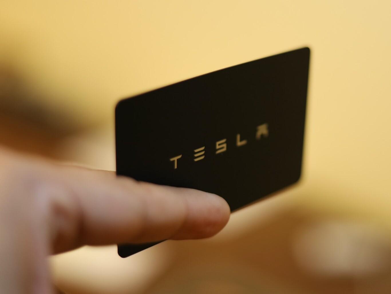 Tesla y bitcoin: una inversión increíble - cover