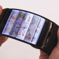 Este prototipo de móvil flexible te permite interactuar con las aplicaciones a base de doblarlo