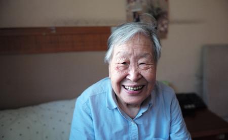Según los economistas, serás feliz cuando superes los 45 años. Según los psicólogos, no serás feliz nunca