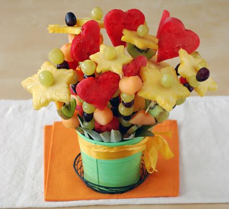 Cómo preparar paso a paso un bouquet de frutas y triunfar con un regalo original