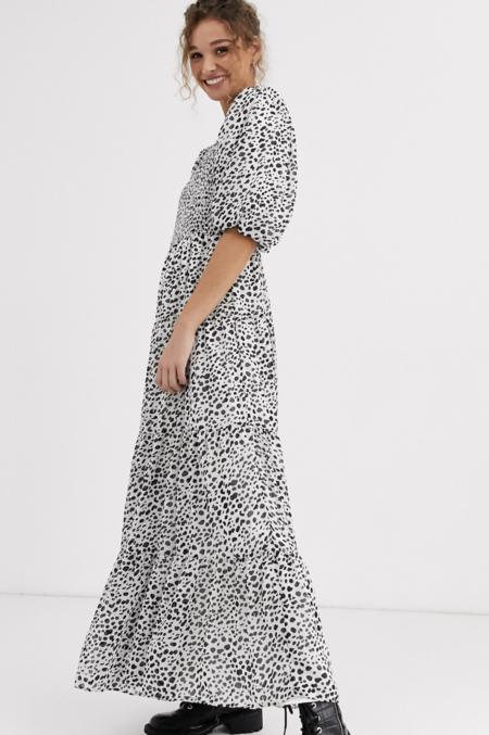 Vestido Largo Con Diseno Fruncido Escalonado Y Estampado De Lunares Monocromaticos De Asos Design