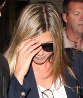 ¡Ay que Jennifer Aniston también luce anillo!