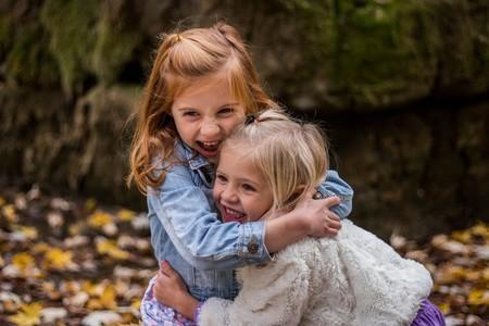 """""""Son hermanas completas"""", la reflexión de una madre para dejar de decir """"medios hermanos"""" a los hijos de familias reconstituidas"""