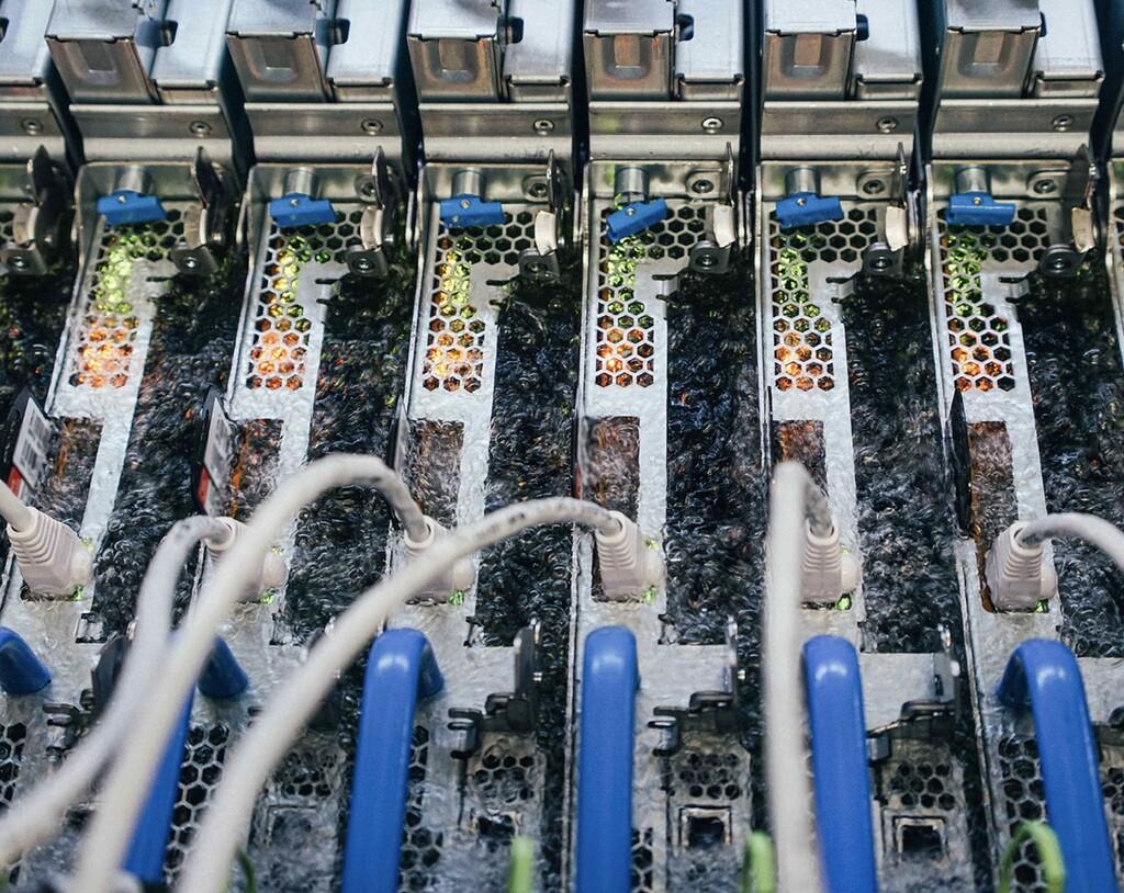 Para enfriar sus servidores Microsoft los está sumergiendo en un líquido, un líquido hirviendo