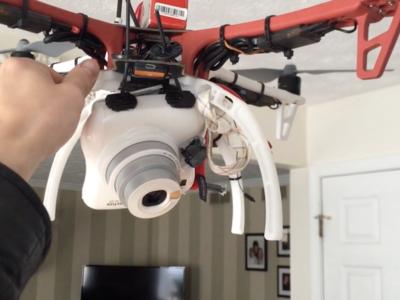 Así funciona el drone creado por Nicholas Kundrat que hace fotos instantáneas