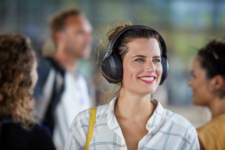 Philips amplía su catálogo de auriculares inalámbricos con el PH805, un modelo que llega con cancelación activa del ruido