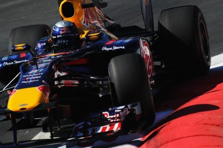 Red Bull, McLaren y Ferrari superan el test de flexibilidad de sus suelos