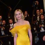 Kirsten Dunst se convierte en la princesa Bella gracias a un Martin Margiela amarillo diseñado por Galliano