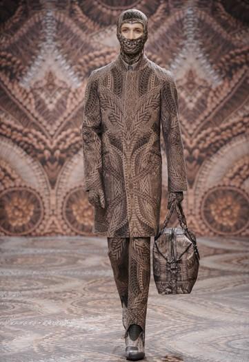 Foto de Alexander McQueen, Otoño-Invierno 2010/2011 en la Semana de la Moda de Milán (9/13)
