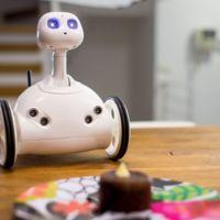 Robit es un encantador robot que será un gran asistente para toda la familia