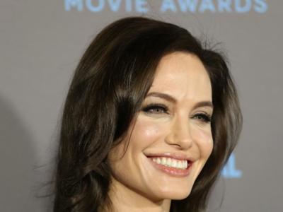 Angelina Jolie se extirpa los ovarios en su lucha contra el cáncer