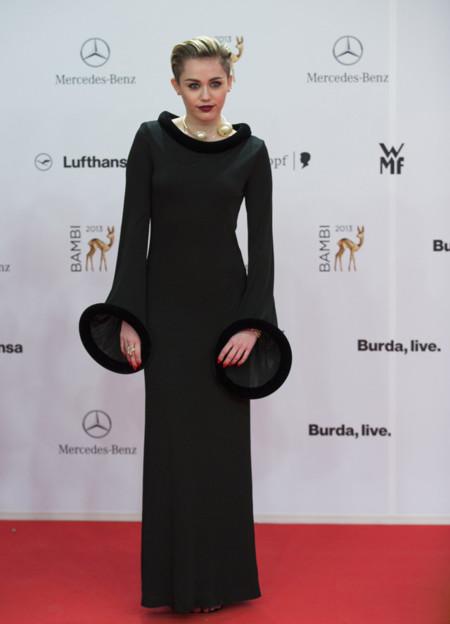 Miley Cyrus Premios Bambi 2013 vestigo Gaultier vintage zapatos Fendi joyas Lorraine Schwartz -2