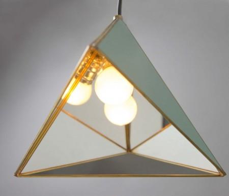 Triangulo Colgante Dorado Still1 V1
