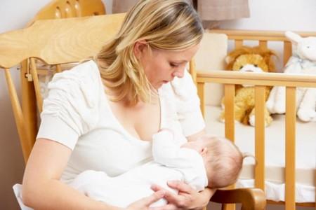 ¿Cómo saber cuándo tiene hambre el bebé?: si llora es que llegas tarde