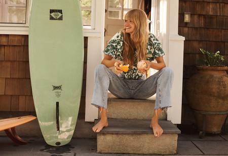 Mango apuesta por el estampado tropical y estas blusas añadirán un toque original a los looks de verano