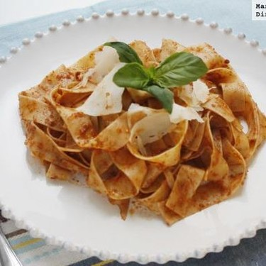 Fettuccini al pesto rojo de nueces y parmesano, receta fácil y rápido