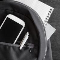 En Francia, los niños vuelven al cole sin móviles: pros y contras del uso del teléfono móvil en los colegios
