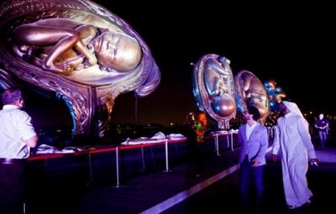 """""""El viaje milagroso"""", impresionantes esculturas del crecimiento uterino"""