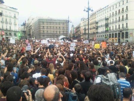 La manifestación espontánea del #17M supera el éxito de la convocada por ¡Democracia Real Ya!