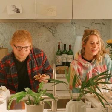 A Ed Sheeran se le va a dar 'perfect' lo de ser padre, pero no lo de poner nombres: me quedo helado con cómo han llamado a su pequeña Risketo