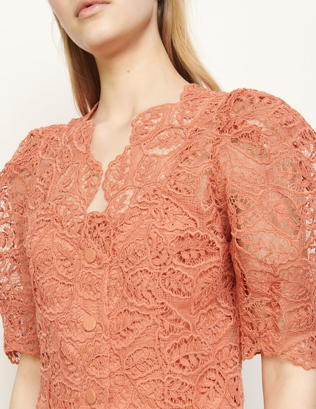 Sandro se va a convertir en tu firma preferida cuando veas sus vestidos: bonitos, sofisticados y en rebajas