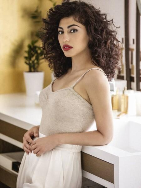"""Mina El Hammani: """"Tuve muchísimo complejo con mi pelo rizado en la adolescencia e hice locuras para terminar con él"""""""