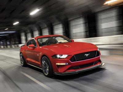 A sus 53 años, el Ford Mustang recibe una dosis extra de desempeño gracias al Performance Pack Level 2