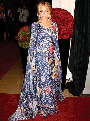 Nicole Richie y su vestido mantón (de Manila)