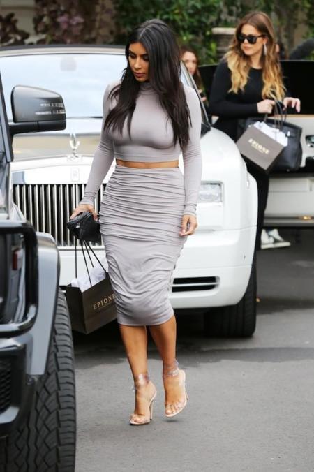 Look Kim Kardashian Gris