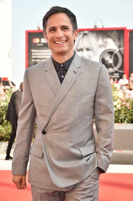 Gael Garcia Bernal Dior Homme Red Carpet Alfombra Roja Ema Premiere Venice Film Festival 02
