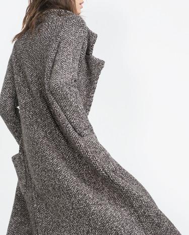 Los abrigos grises rebajados con los que querrás hacerte sí o sí