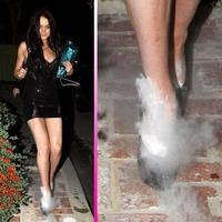 ¿Pero qué le pasa a Lindsay Lohan en los pies?