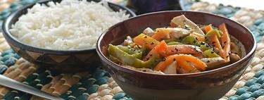 Salteado de pollo oriental con verduras: receta saludable