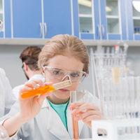 Las niñas también pueden ser científicas: cómo motivarlas para que amen la ciencia