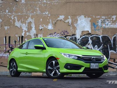 Honda Civic Coupé, a prueba: Tan brillante que te quema las retinas