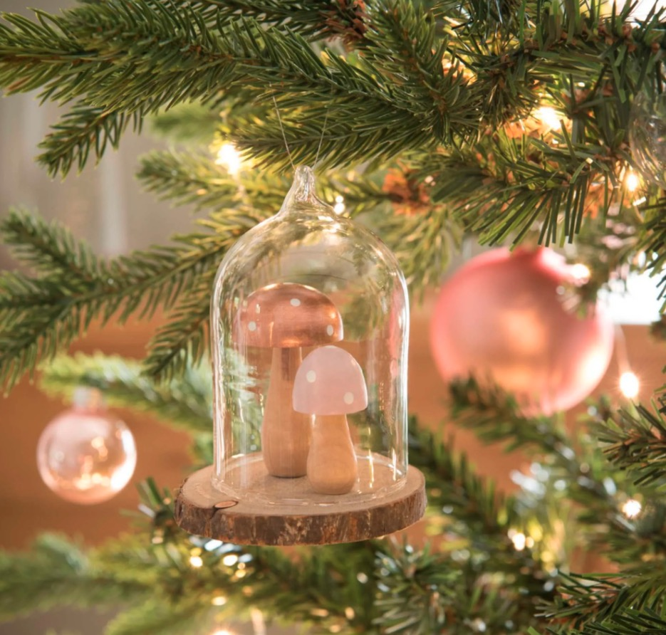 Adorno de Navidad bajo campana de cristal con decoración de setas