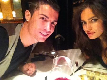 Cristiano Ronaldo e Irina Shayk se nos van de cenita y se ponen tiernos como bizcochos