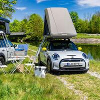 MINI camperiza los Countryman ALL4 y Cooper SE con esta tienda de techo para dos personas