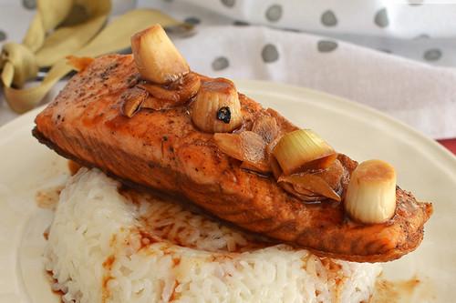 Salmón picosito glaseado con soya. Receta