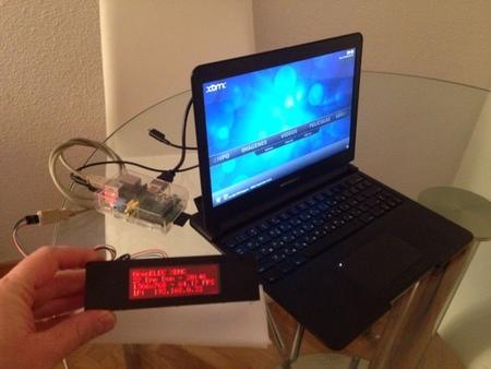 La Raspberry Pi, el LCD USB, ... y un montón de cables detrás