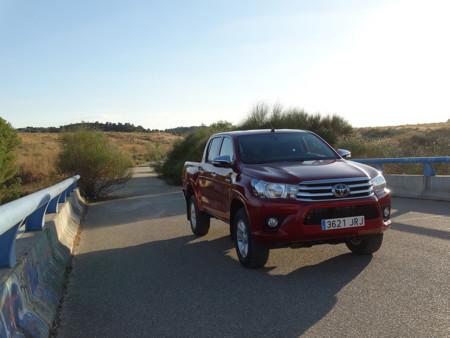 Prueba Toyota Hilux Exteriores Asfalto